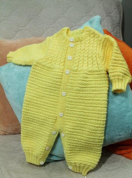 Как связать спицами детский комбинезон регланом сверху. . Вязаный спицами и крючком плед для новорожденного